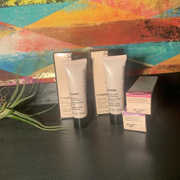 Ivory 6 AntiAging Luminous/Matte liquid foundation